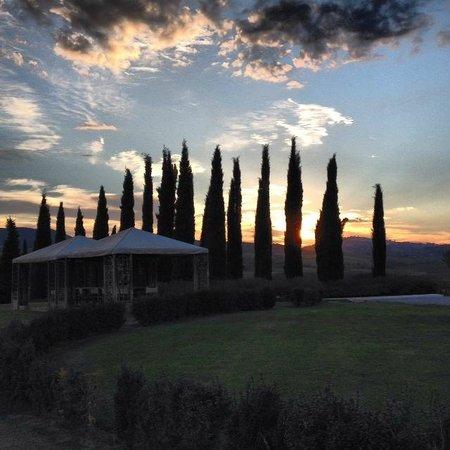 Relais Villa Grazianella - Fattoria del Cerro: Tramonto a Villa Grazianella