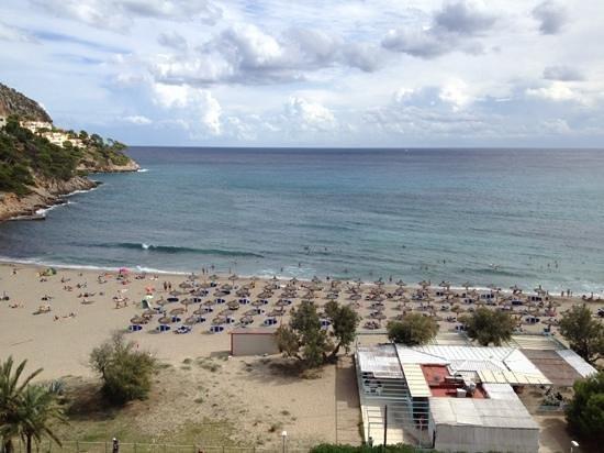 Universal Hotel Castell Royal: Aussicht vom Hotel auf den Strand