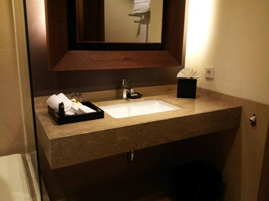 Sun Island Hotel Kuta : Bathroom sink