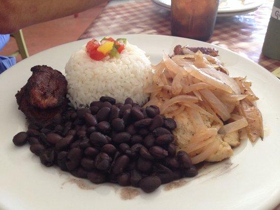 Chucherias Hondurenas: Grilled chicken