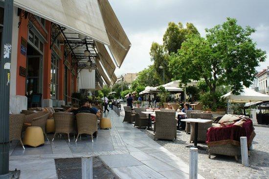 Adrianou Street: cafe