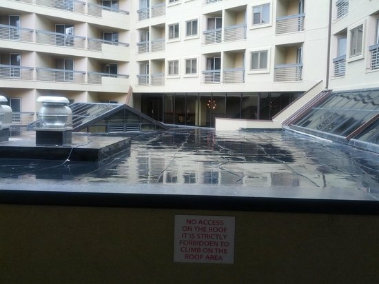 The Elevation Hotel & Spa: Worthless balcony!