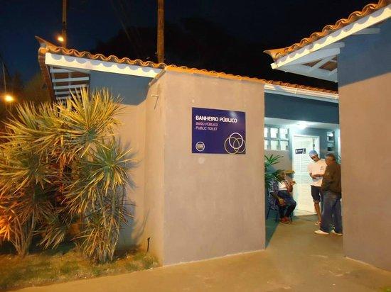 Calle de las Piedras (Rua das Pedras): banheiro público