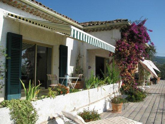 Maison d'Hôtes Bleu Azur : The patio of a room