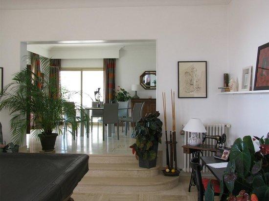 Maison d'Hôtes Bleu Azur : View toward the dinning room