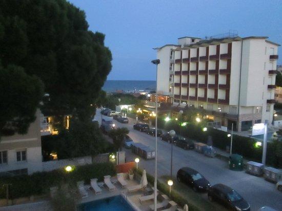 Hotel Trionfal: il mare di sera