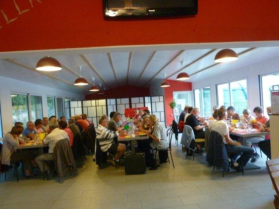 Yelloh! Village la Chênaie : Repas du groupe le soir