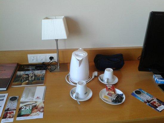 Mercure Atenea Aventura: Café y té en habitación