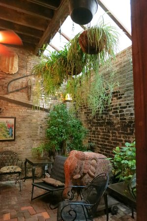 Natchez, MS: The back room (don't be decieved... this ain't no fern-bar!!!)