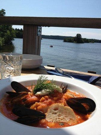 Rastaholms Vardshus: Fisk- och skaldjursgryta + utsikt