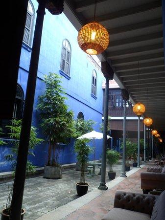 Cheong Fatt Tze - The Blue Mansion : cortiletto
