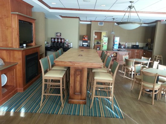 Hampton Inn Canon City: Breakfast / Lobby Area