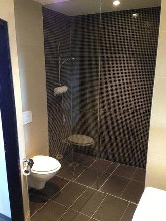 Hotel Vienna Urban: Bathroom