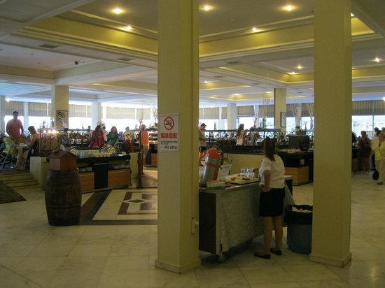 Surmeli Efes: Self Service dining area. Other smaller food areas including 3 good speciality restaurants