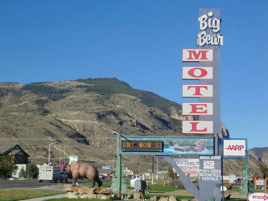 Big Bear Motel: Big Bear!