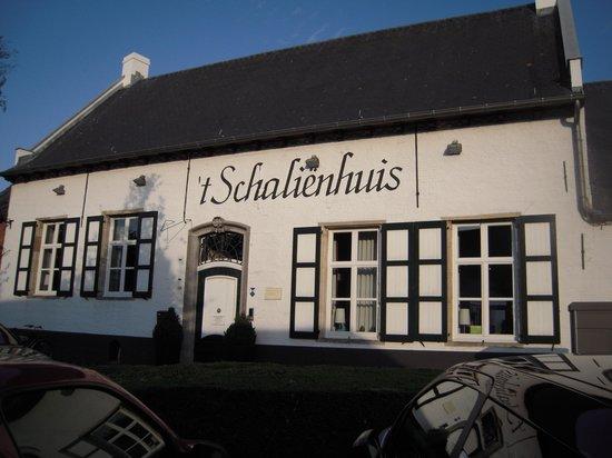 't Schalienhuis: voorzicht 't Schaliënhuis Loenhout