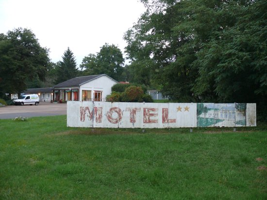 "Motel Les Broussailles : Motel ""les Broussailles"""