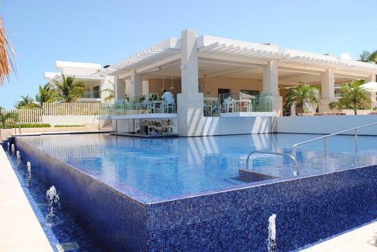 Beloved Playa Mujeres: Pool & Bar!