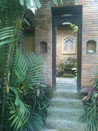 Bebek Tepi Sawah Villas & Spa: Eingang zur Campuhan Villa