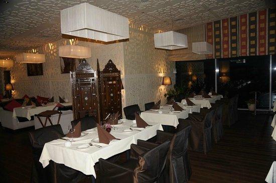 Pashmir Restaurant : столы