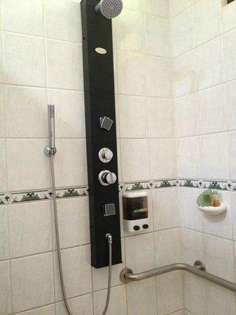 Villas Rio Mar: Shower