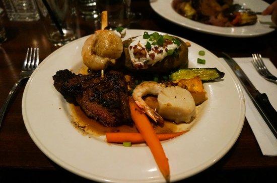 Sun Peaks Lodge: Steak in hotel restaurant