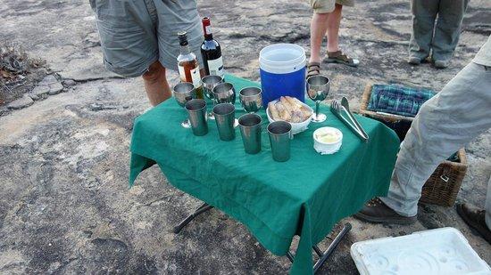 Lugenda Bush Camp : Snacks & drinks during safari