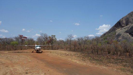 Lugenda Bush Camp : Dirt runway