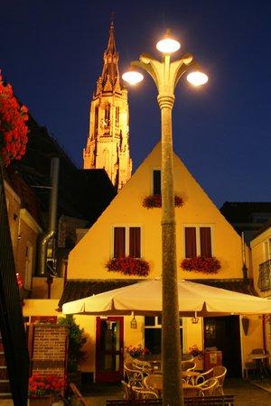 Hotel de Emauspoort lamppost