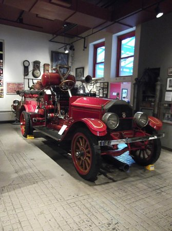 New York City Fire Museum : An old fire engine