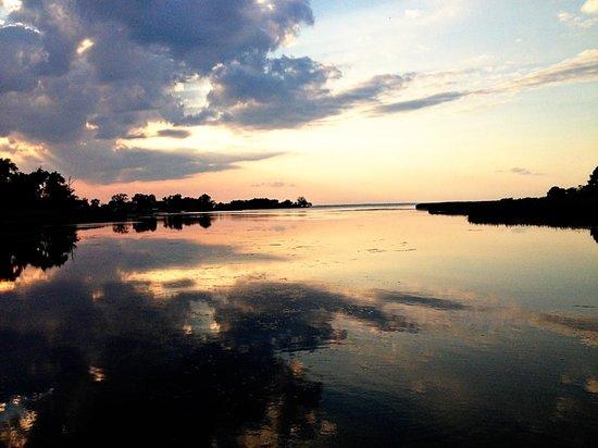 Inn at Huntingfield Creek: Sunset at the dock