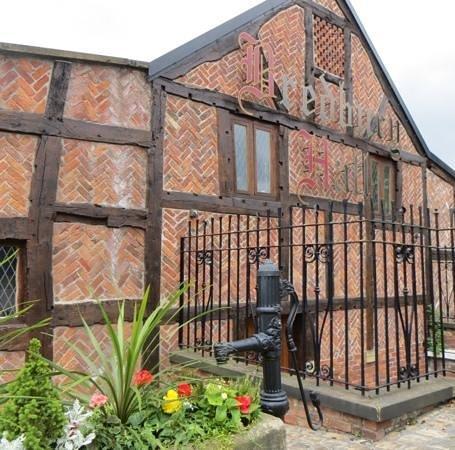 Bredbury Hall Hotel: original brickwork