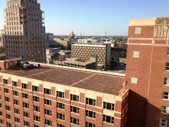 Hilton Milwaukee City Center: Boring view from backside of hotel -- request lake view!