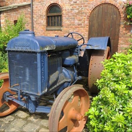 Bredbury Hall Hotel: old tractor