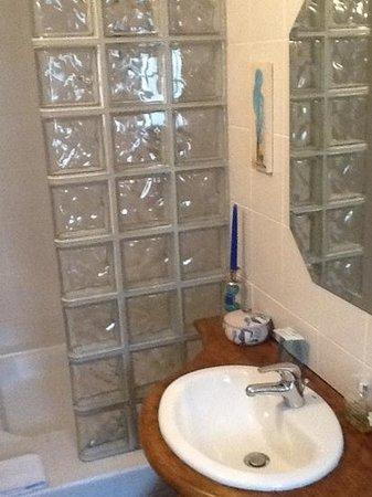 16 Place St Louis: shower