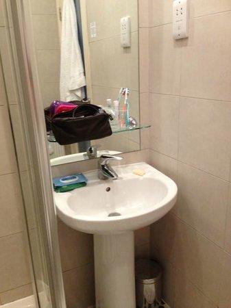 Duke of Leinster Hotel: lavabo habitacion familiar
