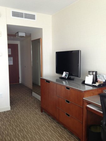 The Westin Edina Galleria : TV and dresser