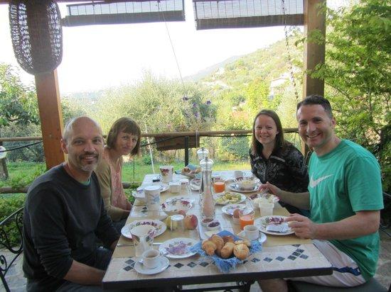 Ca di Pigai: Breakfast Outside