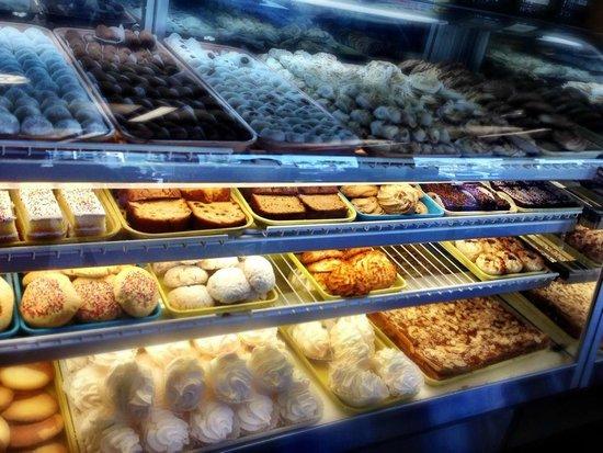Panadería España Repostería : Even more desserts and pastries!