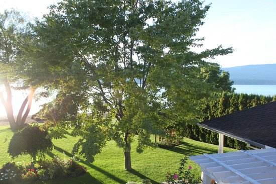 Lakeshore Bed & Breakfast: View from the room balcony