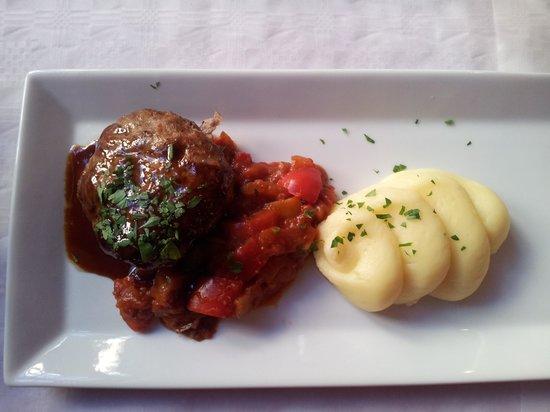 Biztron: Lammfärsbiff med potaispuré och ratatouille