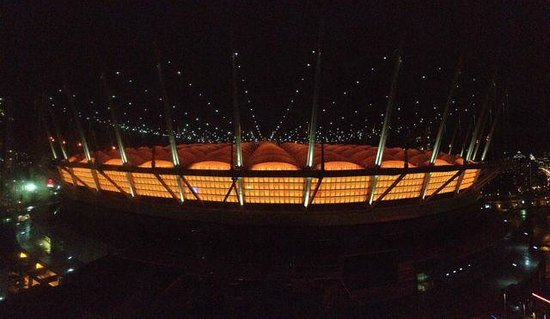 Hampton Inn & Suites Downtown Vancouver: Roger's Arena At Night From Gym Deck