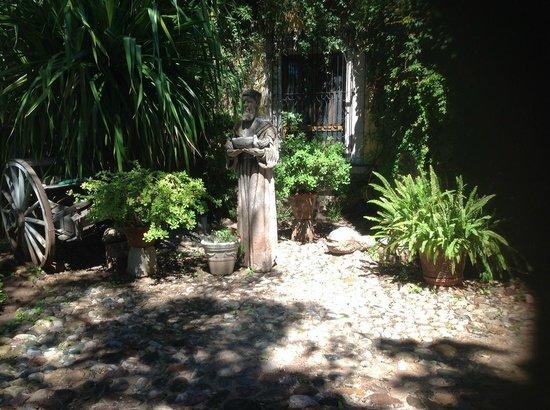 Hacienda De Los Santos: En los Jardines