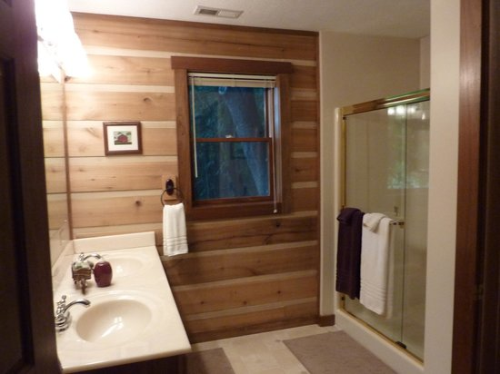 Cabins & Candlelight: large bathroom, toilet has its own room