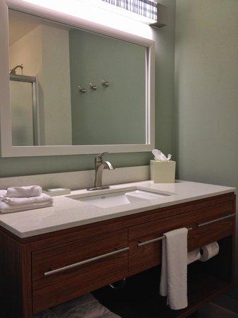Home2 Suites by Hilton Columbus: bathroom