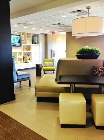 Home2 Suites by Hilton Columbus: lobby