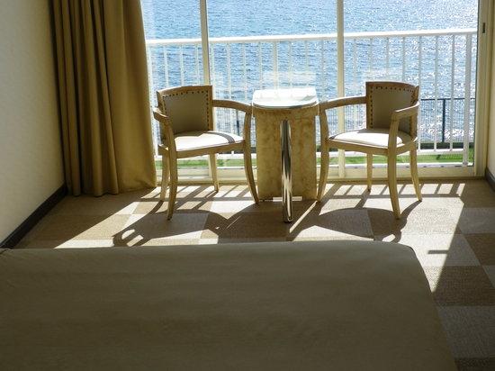 Hôtel Cala Di Sole : Dalla camera: il balcone e il mare.....