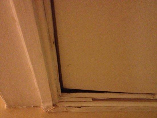 Radisson Blu Portman Hotel, London: Dismounted ceiling