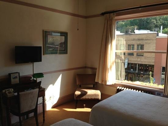 Hood River Hotel: Cityview room 331
