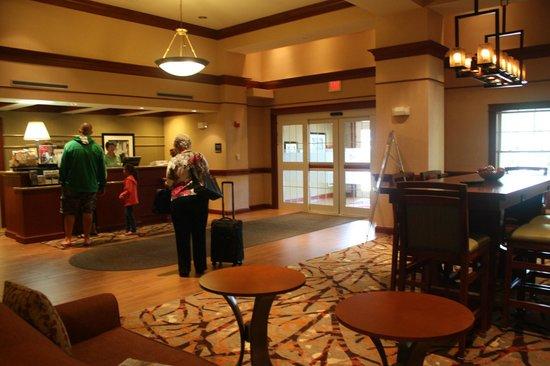Hampton Inn & Suites North Conway: Lobby/Entrance.